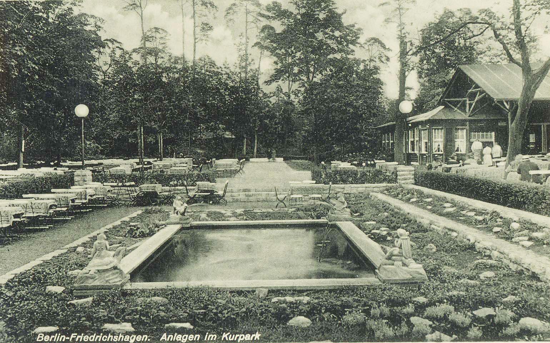Der Kurpark Friedrichshagen mit Trinkhalle und Senkteich