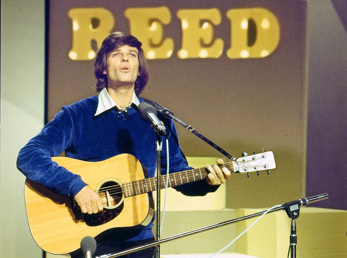 Dean Reed mit Gitarre, 1977