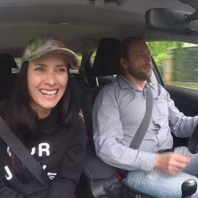 Jana Groß mit Holger Claaßen im Maulbeermobil