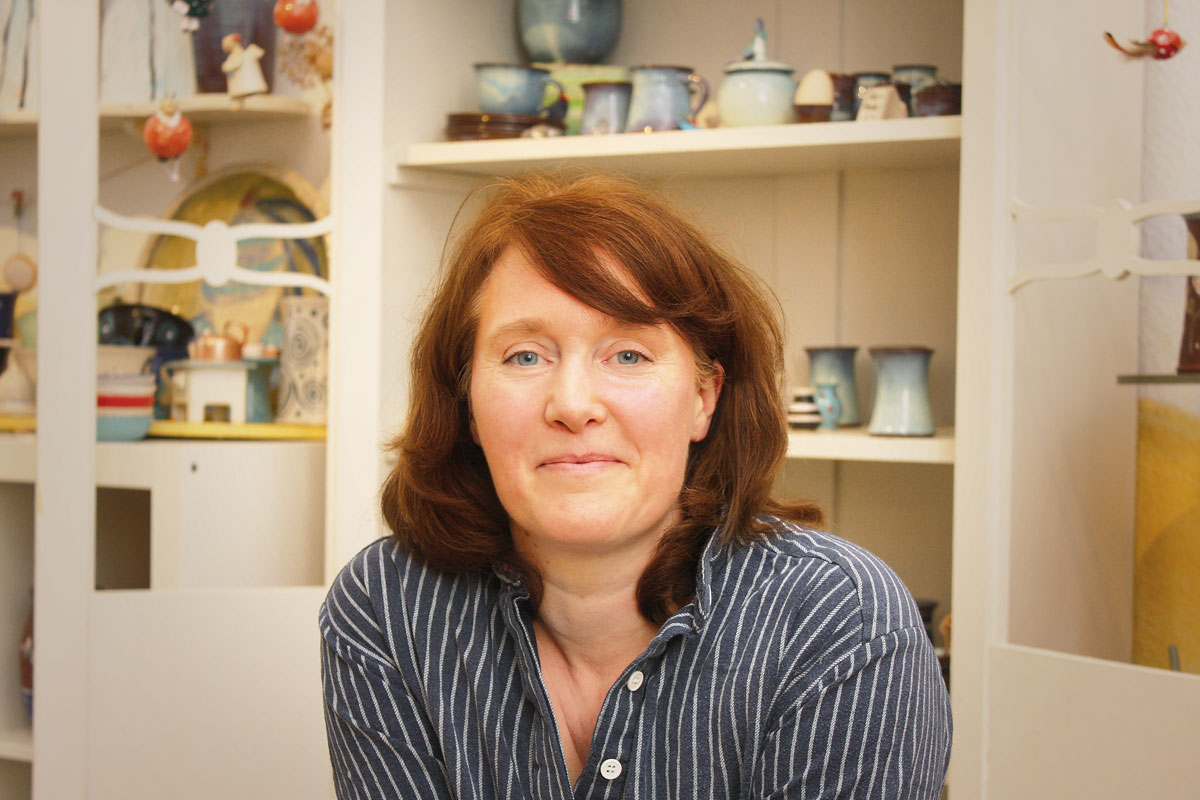 Claudia Püschel im Keramikatelier Jolejo!