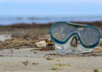 verlorene Taucherbrille am Strand