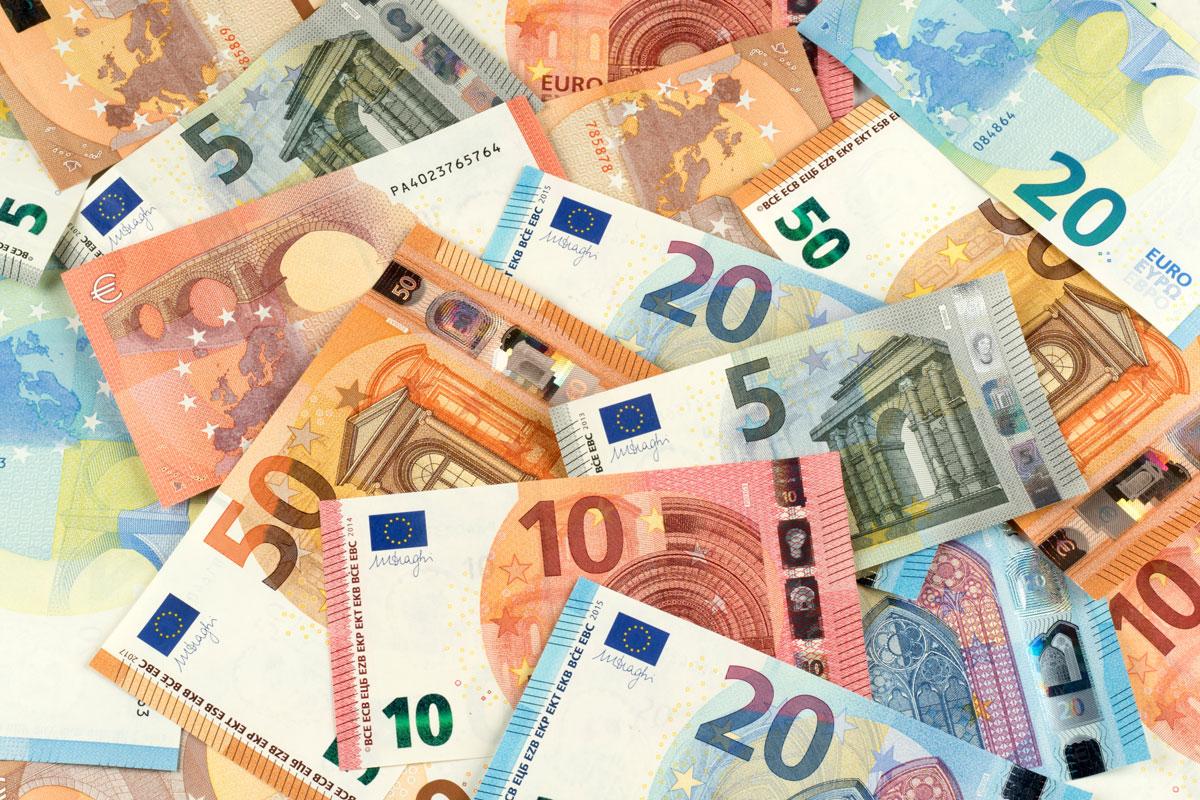 Symbol Geldscheine aus dem Schwarzgeldkonto des Verlegers