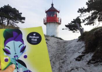 Anke mit Maulberblatt am Leuchtturm auf Hiddense