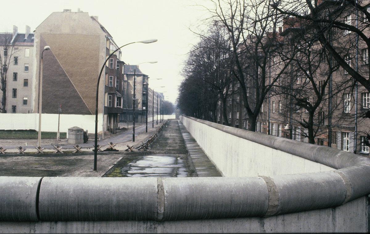 Die Berliner Mauer an der Bouchestrasse, Ecke Harzer Str. zwischen Treptow und Neukoelln