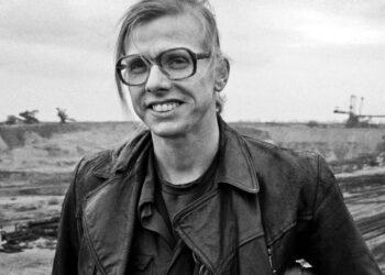Gundermann, Gerhard (Gundi) - Baggerfahrer, Rockmusiker, Liedermacher, D - in Arbeitskleidung an seinem Arbeitsort im Braunkohletagebau in der Lausitz - 1992