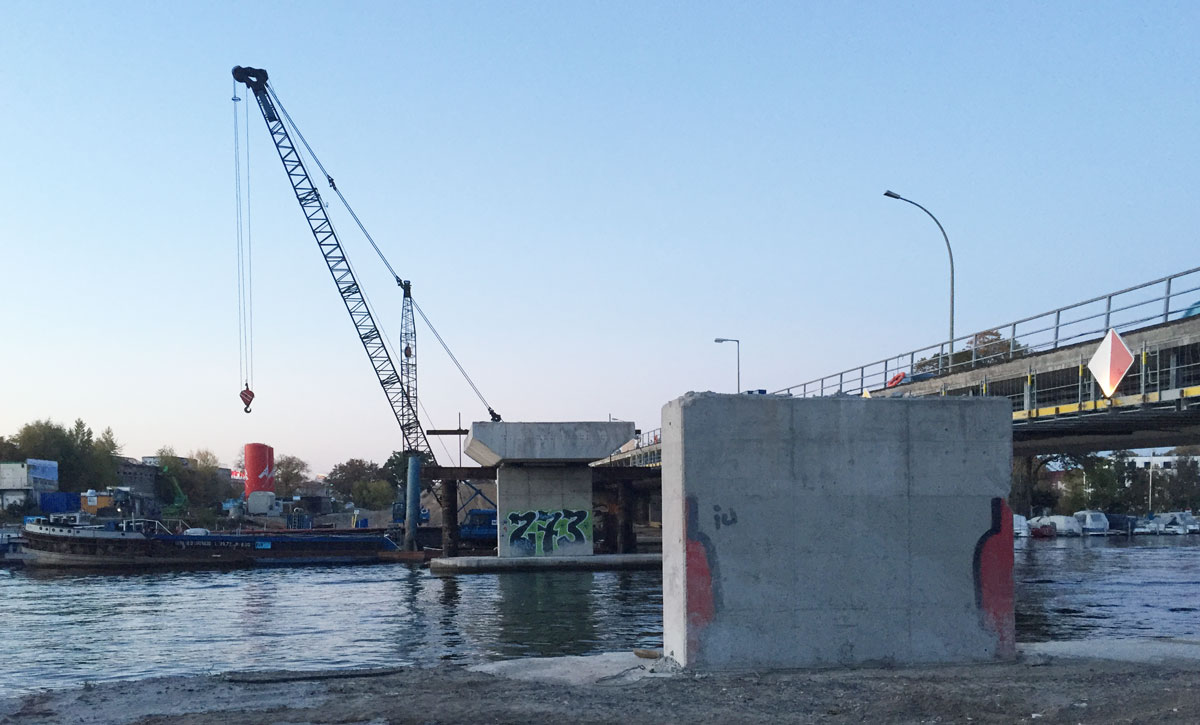 Die abgetragene Hälfte der Salvador-Allende-Brücke im Oktober 2018