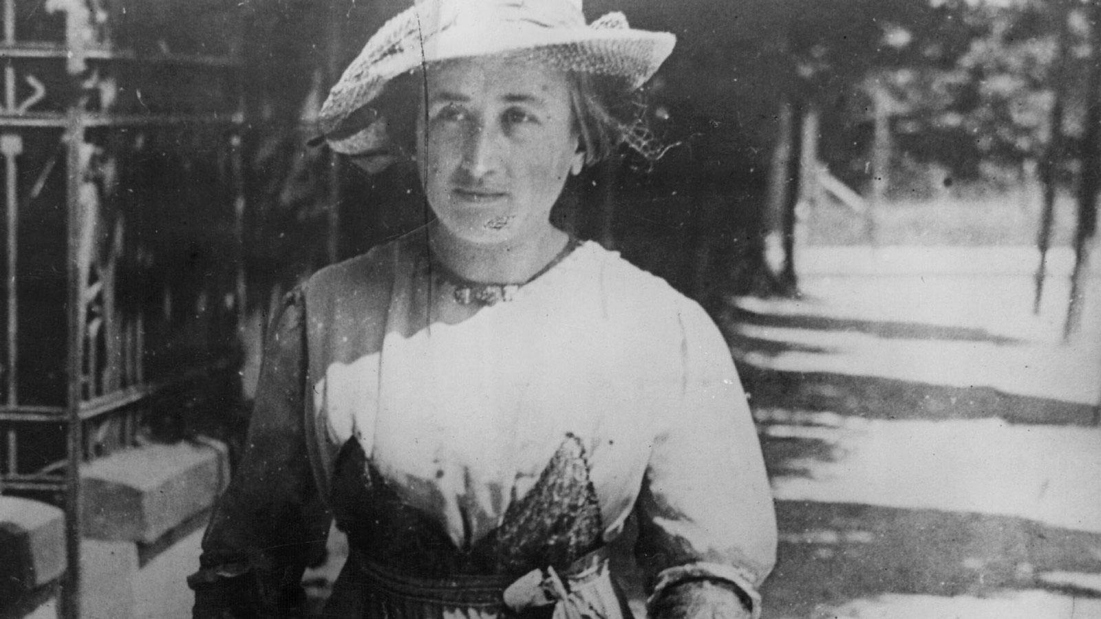 Rosa Luxemburg on the street