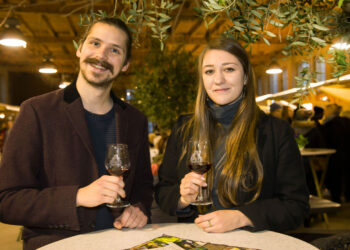 Zwei Besucher der Späthsche Weinstraße