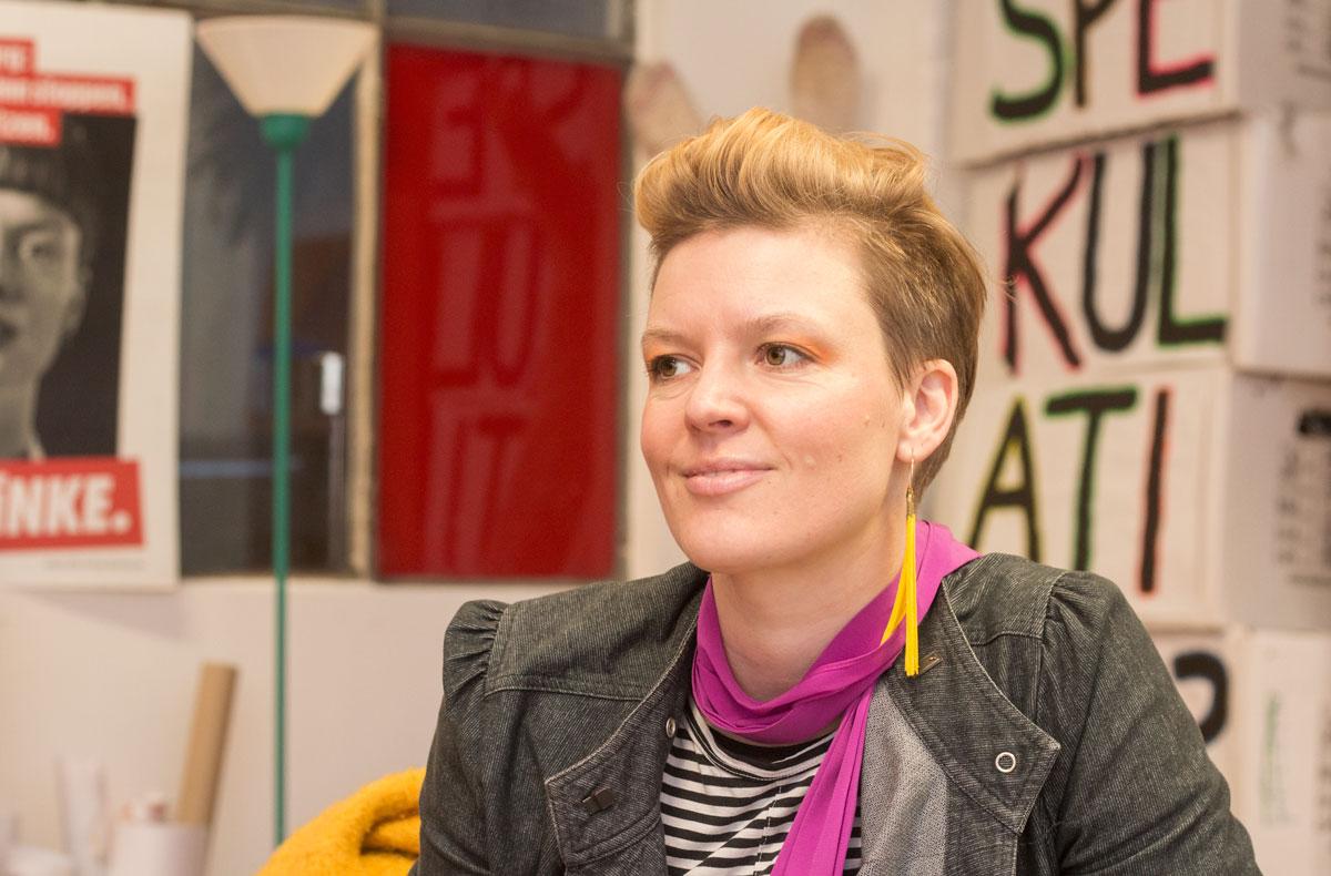 Katalin Gennburg in ihrem Treptower Büro