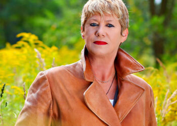 Barbara Thalheim im Rapsfeld