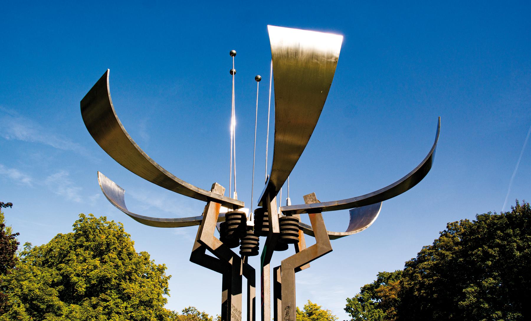 """Skulptur """"Klingenden Blume"""" von Achim Kühn"""
