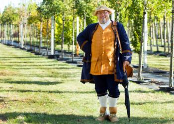 Theo, der Reimesprecher, als Unternehmensgründer Christoph Späth im Späth-Arboretum