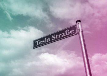 Die Straße zur Tesla-Baustelle