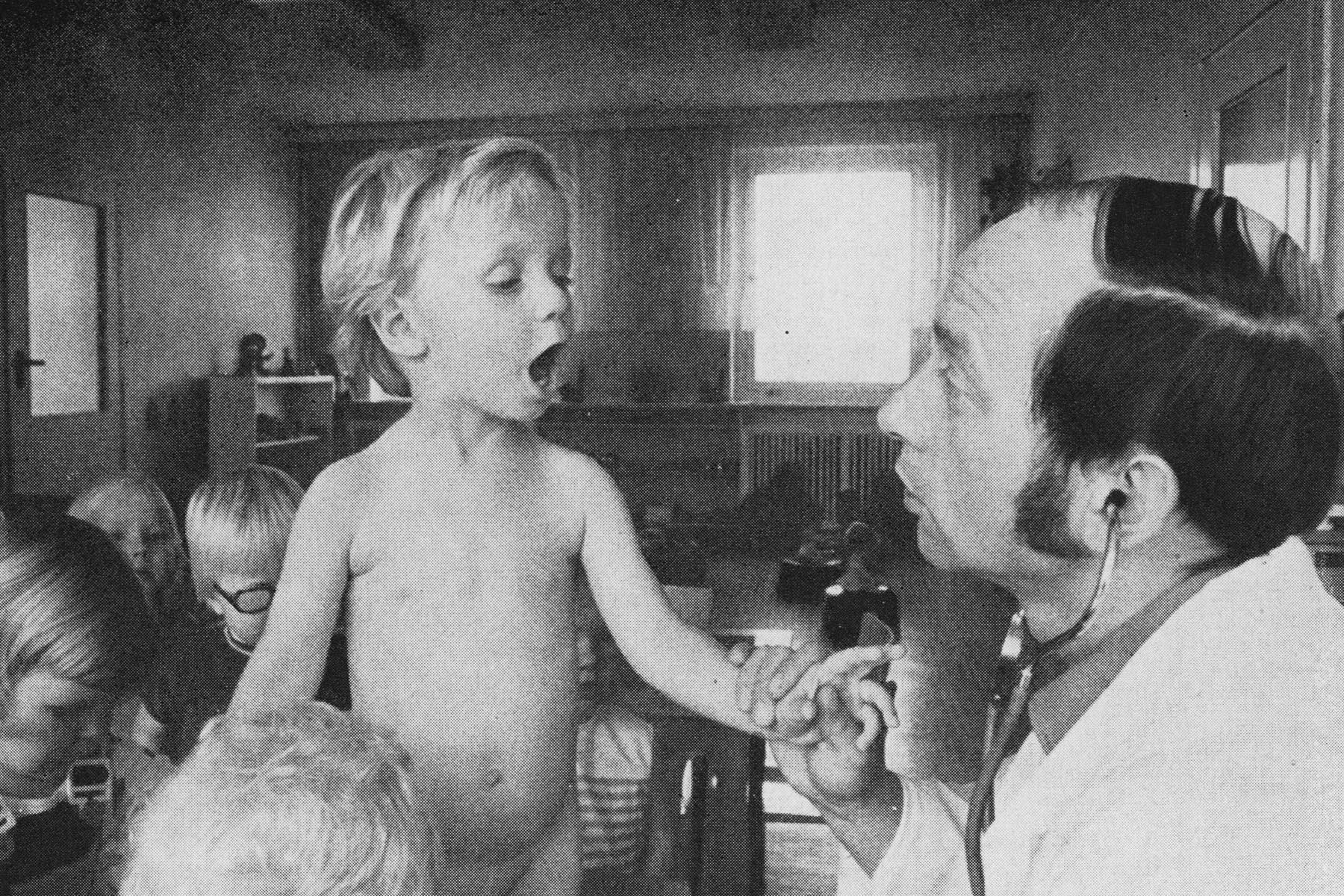 Reihenuntersuchungen und Pflichtimpfungen in einer Kinderkrippe
