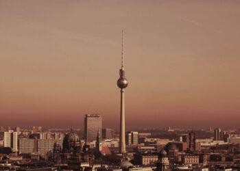 Berlin Panorama mit Fernsehturm und Deutschem Dom